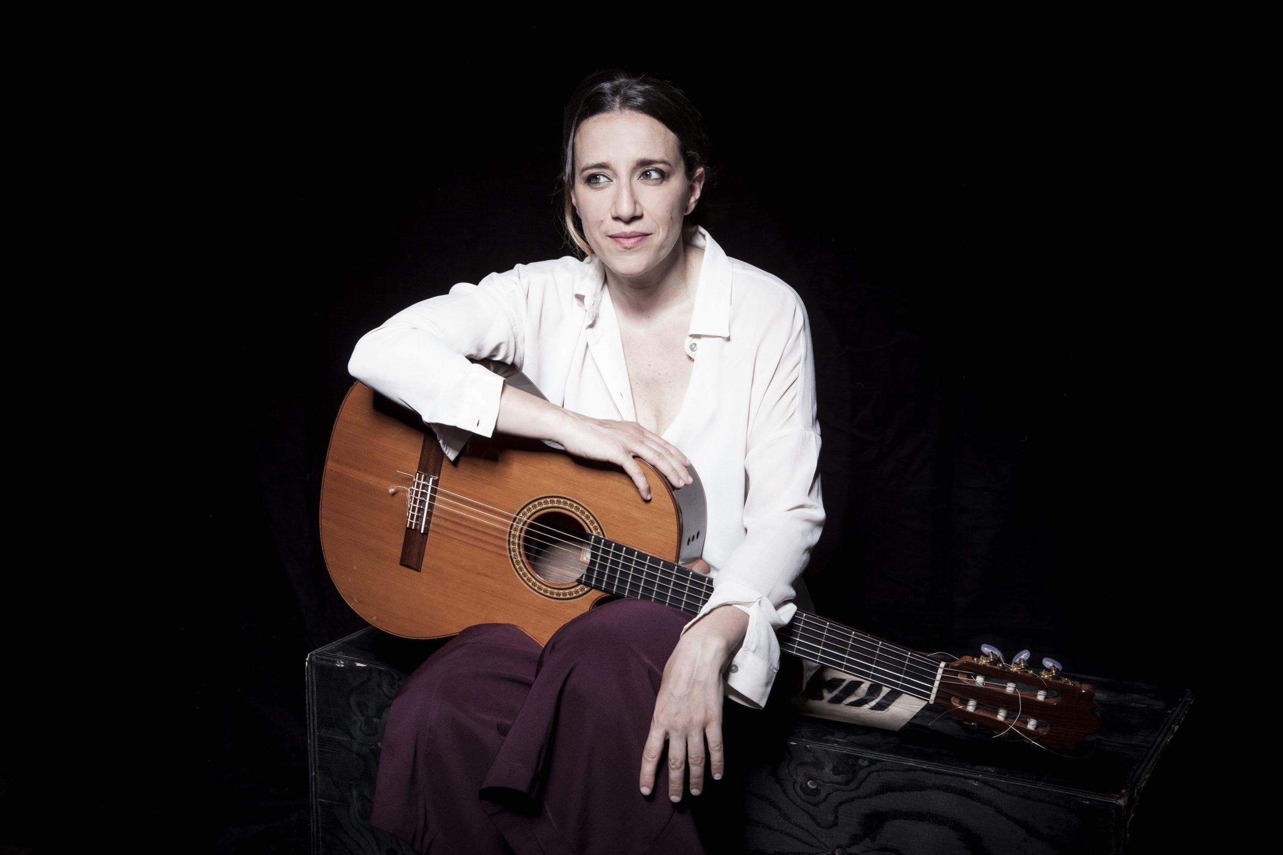 Dieci lune</br>Intervista a Cristina Renzetti